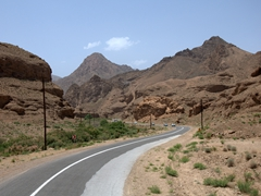 The scenic drive to Abyaneh