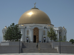 Tomb of late president of Turkmenistan, Saparmurat Niyazov, at the Gypjak Mosque