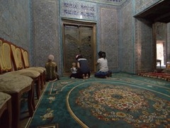 Uzbeks crying and praying in front of Pahlavon Mahmud's tomb