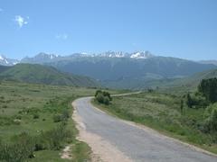 Road towards Jeti-Ögüz