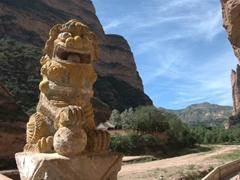 Lion statue; Bingling Thousand Buddha Caves