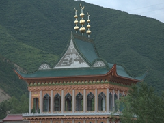 A strong Muslim presence near Xiahe as evidenced by dozens of similar mosques