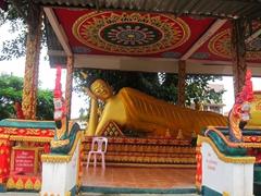 Reclining Buddha at Wat Kang; Vang Vieng