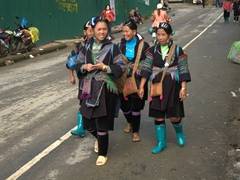 Happy friends walking into Sapa together