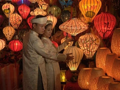 Wedding photo session at night; Hoi An