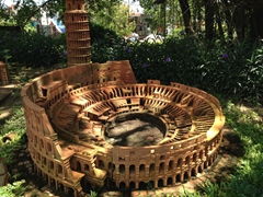 Terracotta Colosseum on display in the small world exhibition of Thanh Ha Terracotta Park
