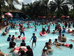 The crowded wave pool; Dam Sen waterpark