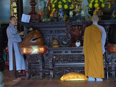 Monks chanting at Chuc Thanh Pagoda