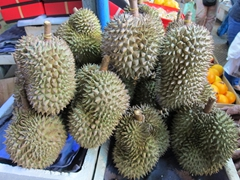 "Durian - the controversial ""smelly"" fruit that is banned in hotel rooms and public transportation!"