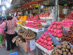 Dragon fruit and mangosteen - lots of exotic fruits for sale in Phnom Penh