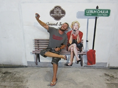 Robby takes a selfie with Marilyn Monroe