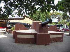 Canon monument; Puntarenas