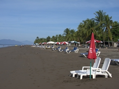 Its still too early for the beachgoers who will flock to the Puntarenas black sand beach in a few more hours