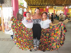 Becky next to two beautiful greeters; Puerto Chiapas