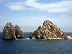 High tide view of Cabo's famous arch