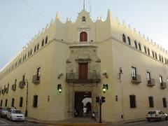 Typical street scene in pretty Merida