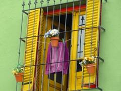 A typical window sill in Caminito