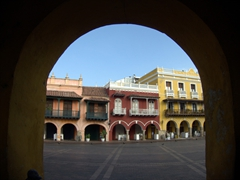 Archway view of Plaza de los Coches