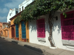 Colorful houses capture our attention during our city stroll of Cartagena