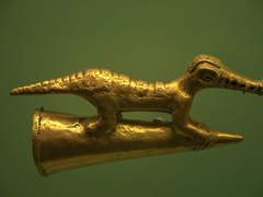 Detail of a crocodile figurine; Zenú gold museum