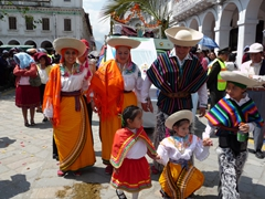 This colorful family caught our attention; Pase del Niño Viajero