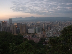 Sunset overlooking Taipei from Elephant Hill