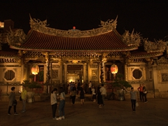 Night view of Longshan Temple