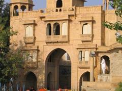 Tilon-ki-Pol gate; Gadi Sagar water tank; Jaisalmer