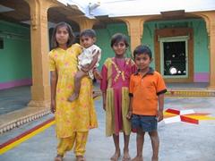 Friendly family; village in the Jaisalmer desert