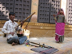Street performers (the little girl was so cute!); Jaisalmer fort