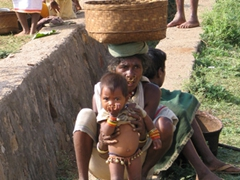 Dongariya mother and child at the weekly market (notice the bells around the child's waist and ankles)