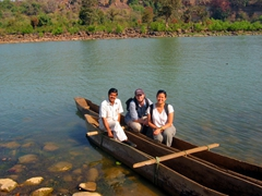 Brasanda, Robby and Becky in a Sal tree dug-out canoe