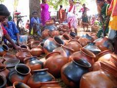 More clay pots than the heart can desire; Mardoom market