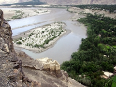 Old ruins below the Kharphocho Fort show a nice vantage point over the Indus River