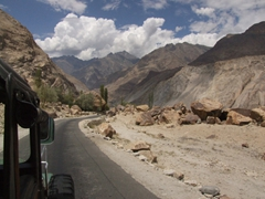 The road linking Keris to Shigar