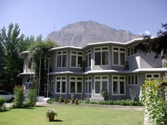 Our Gilgit hotel...the Hotel Riveria is a stone's throw away from the Gilgit River