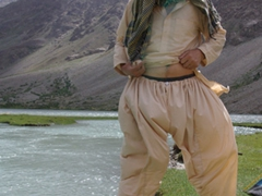 A powerful wind picks up Robby's shalwar kameez; Hundrap Lake