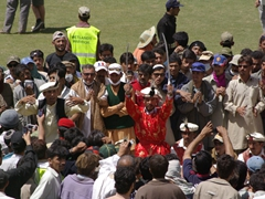 The crowd backed off once this dancer wielded his swords; Shandur halftime show