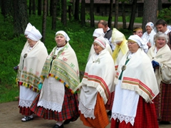 Despite the heavy rain, a parade of traditionally dressed women marched on; Rocca al Mare
