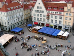 The town square (Raekoja plats) as seen from the town hall (Rathaus); Tallinn