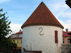 A squat tower in the center of Pärnu