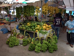 Fresh fruits and vegetables for sale at Malé produce market