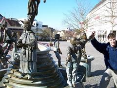 Robby rotates the Friendship Fountain figurines in Sindelfingen