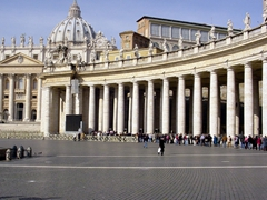 The colonnade of St. Peter's was built in 1660 and consists of 4 rows of columns for a total of 284 Doric columns and 88 pilasters, each of which stands 66 feet high and 5 feet wide