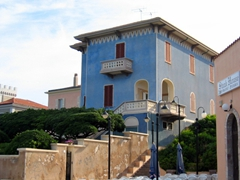 A sample of Alghero's pretty architecture (Alghero has a population of 44,000 inhabitants)
