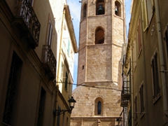 The Church of St Francis' pointed Aragonese tower dominates the city, and is a perfect display of the Gothic-Catalan style reminiscent of many Alghero buildings