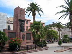 Monument in a public square; Bosa