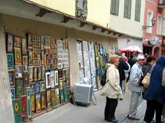 Souvenirs for sale, Pilies gatve (castle street)