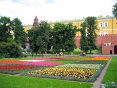 Alexander Gardens is one of the first public parks in Moscow. The gardens stretch along the full length of the Kremlin's western wall