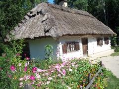 Traditional Ukrainian cottage, Pirogovo